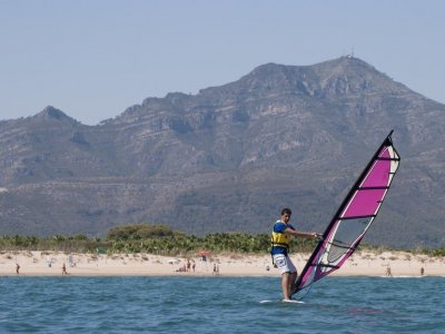 Iniciación al windsurf en Gandía en temporada baja