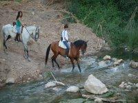 A caballo por el rio