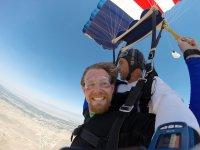 saltando en paracaidas sobre sevilla.JPG