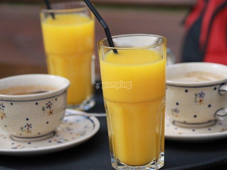 Cafe y zumo para desayunar