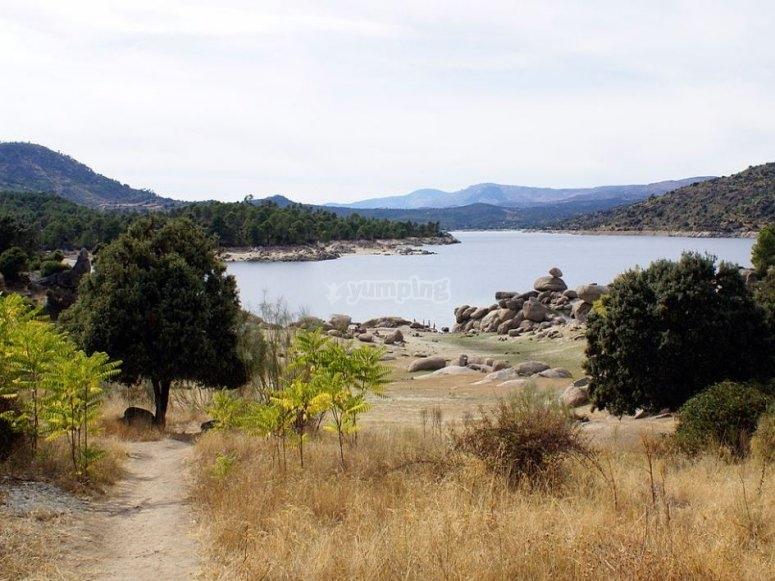 Lago en el valle