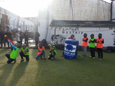 Paintball para niños en Vitoria con 100 bolas