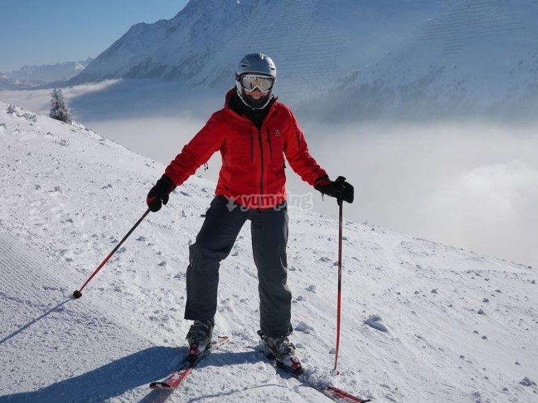 Esquiadora en la nieve