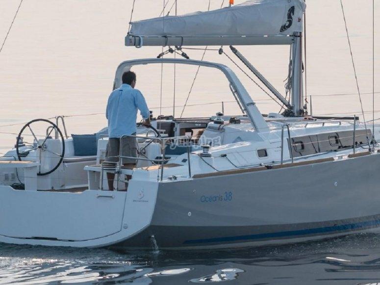 Navegando en Beneteau Oceanis 38