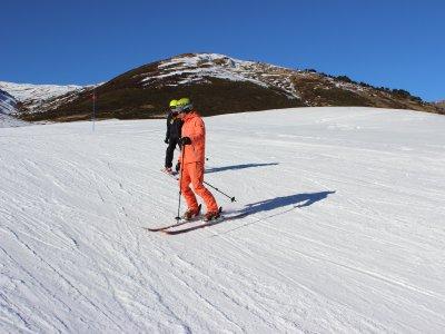 Clase de snowboard para niños en Baqueira Beret
