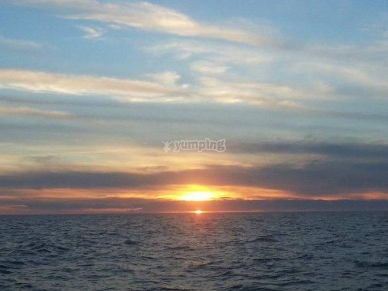 Bonito atardecer en el mar