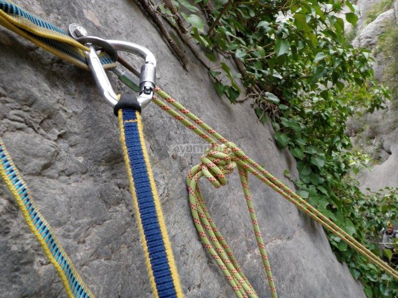Mosqueton y cuerdas