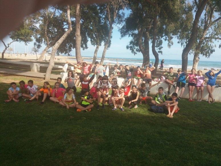 Alumnos en la playa