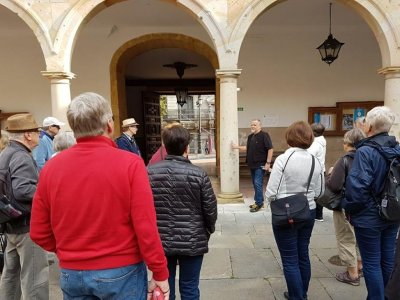 2h guided tour in Oviedo: The Pillars of the Earth