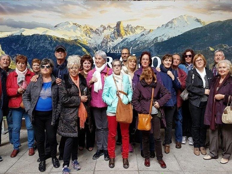 Foto de grupo en la ruta por Aviles
