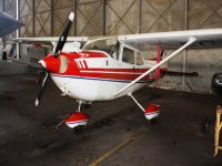 avioneta blanca y roja