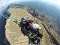 Disfrutando de la provincia de Huesca desde el parapente