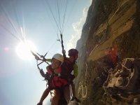 Volando en parapente sobre el castillo de Loarre