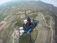 Vuelo biplaza en parapente sobre Huesca