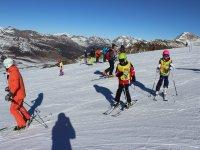 Clase de esquí para niños en Baqueira