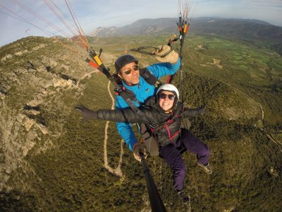 Two-person paragliding in the Àger valley