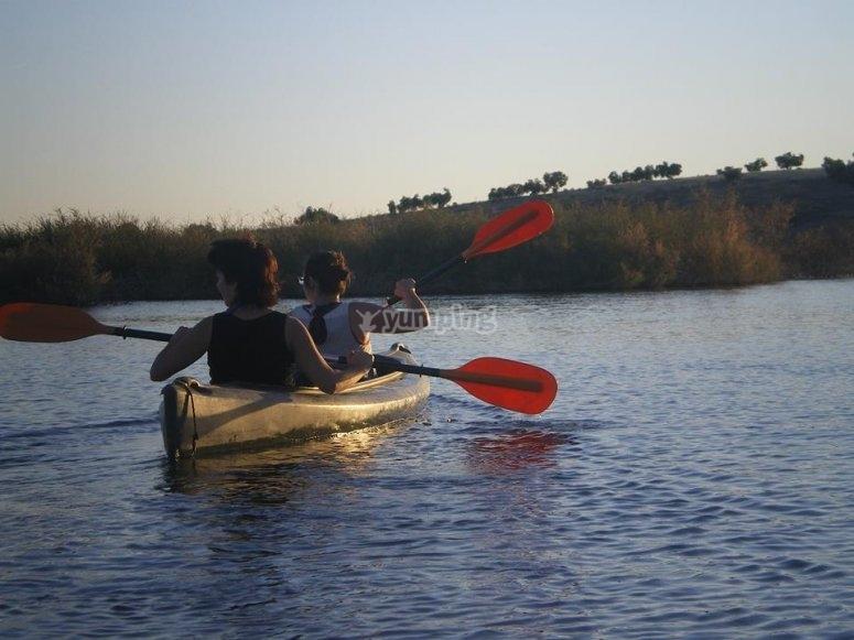 En la canoa doble