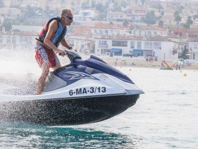 Alquilar moto acuática biplaza en Cala Mijas 30min