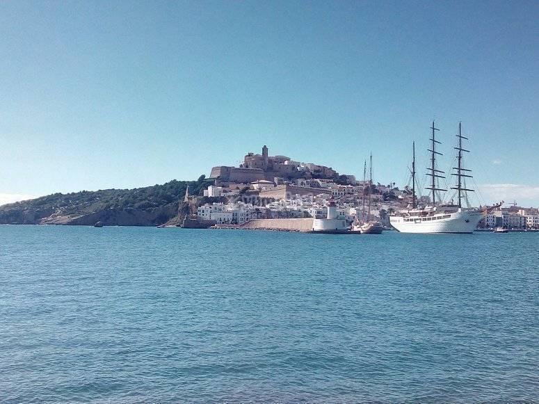 Vistas de Ibiza practicando flyboard
