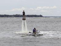 Practicando flyboard en la Playa de Talamanca