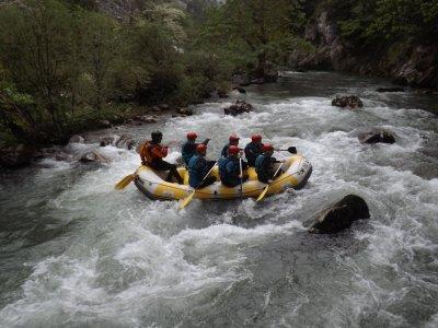 Rafting grado III y picnic en Picos de Europa
