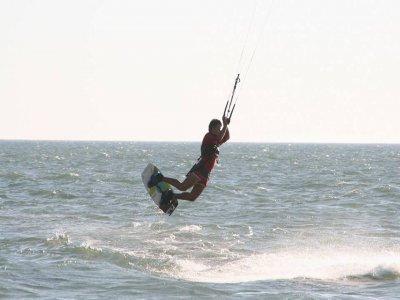风筝冲浪在赫雷斯开始3个小时