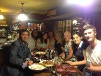Cena tras una jornada intensa de turismo