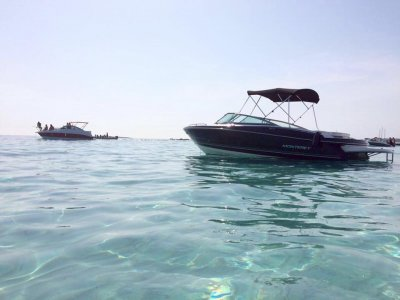 Alquilar barco Monterey en Ibiza mayo y octubre