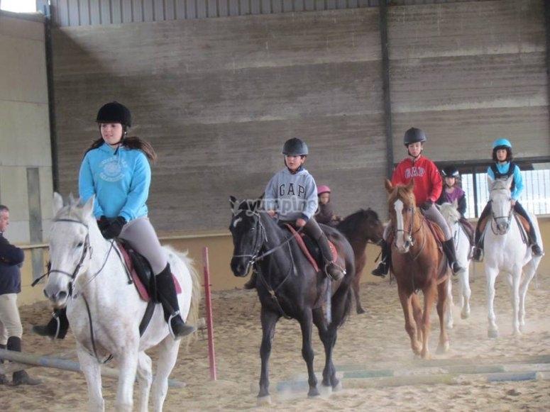 Alumnos en equitacion