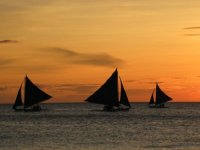 帆船在日落时分