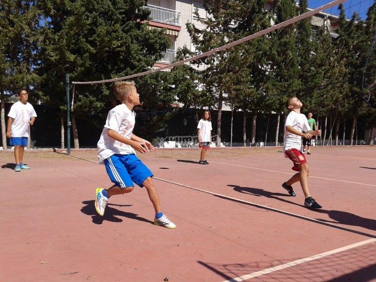 Jugando al voleybol