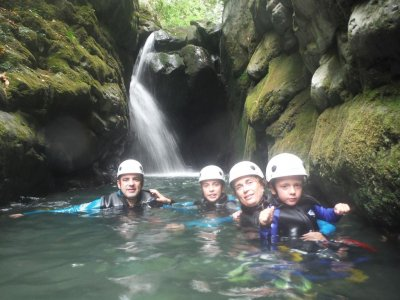 Canyoning in Picos de Europa for schools