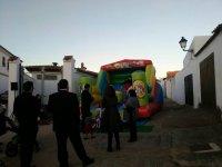 Fiesta con castillo hinchable