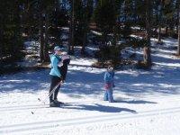 Para padres e hijos en la nieve