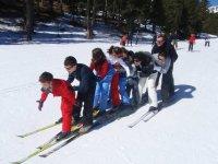 Tren de esquiadores