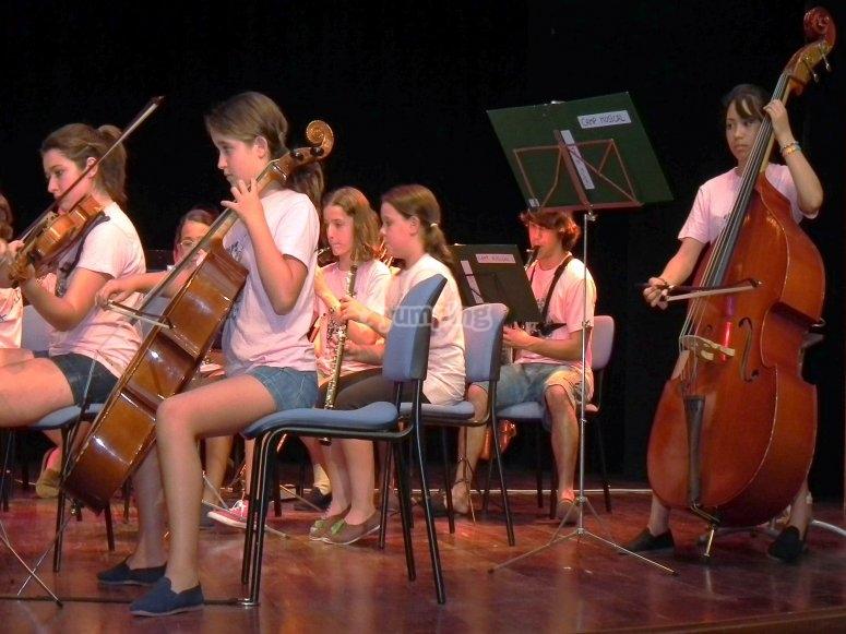 Orchestra che suona