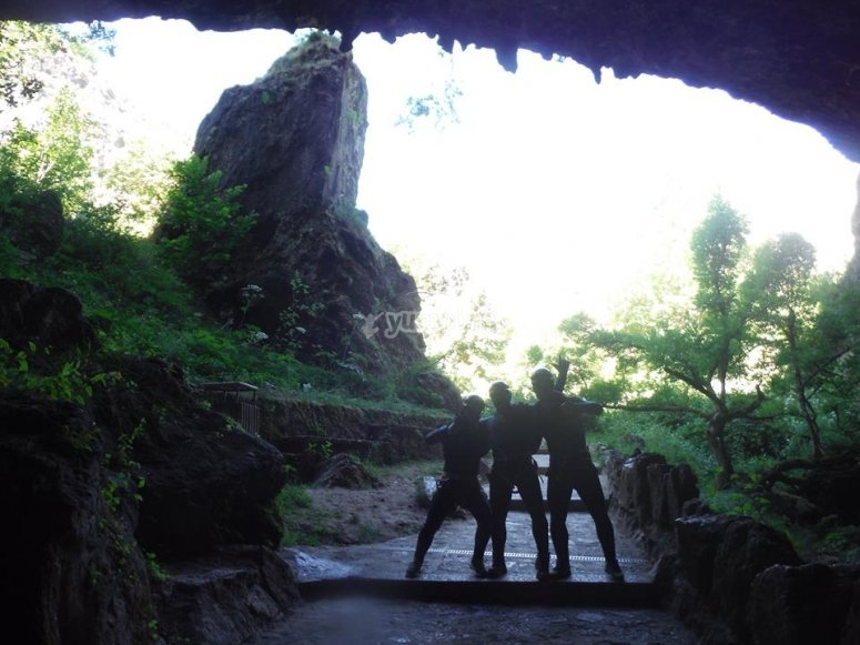 莱昂的洞穴学