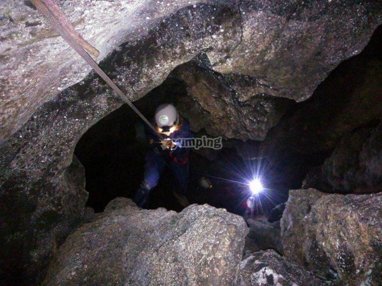 发现地下空洞