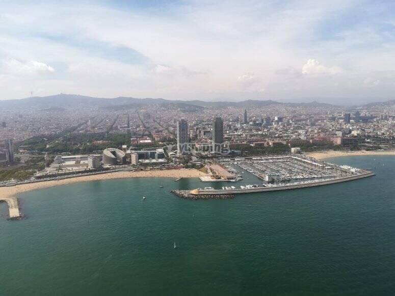 Skyline y playa de barcelona