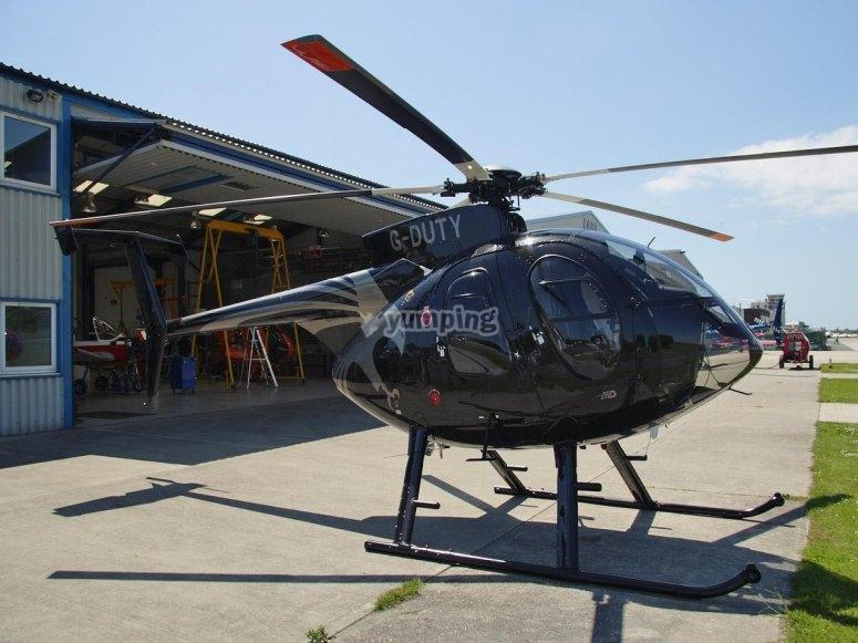 在地面上的直升机