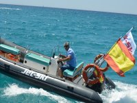Paseando en embarcacion neumatica