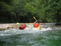Descenso en canoa con picnic y fotos en río Cares