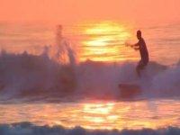Paddle surf al atardecer.