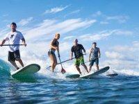 Practica paddle surf con tus amigos.