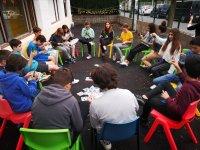 Reunión de alumnos al aire libre
