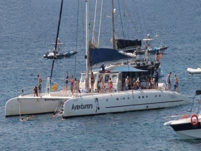 Paseo en catamarán en Alicante al atardecer 2h