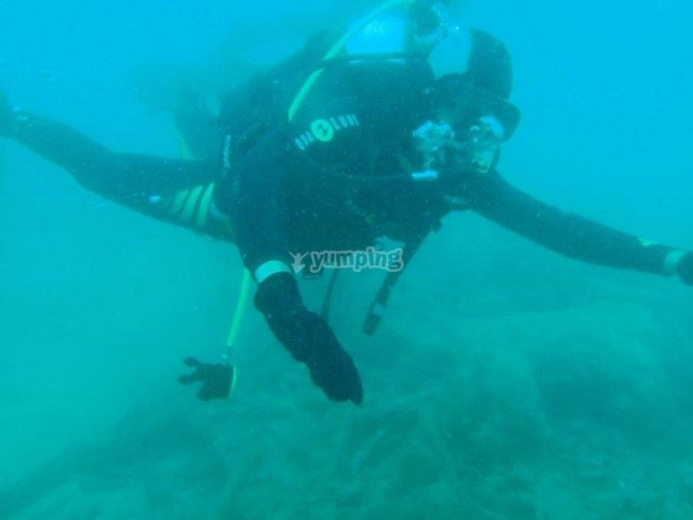 Moviendose dentro del agua