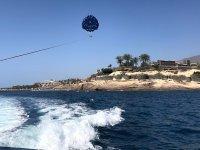 在特内里费岛的跳伞运动