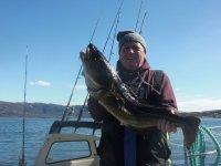 pescador con su presa