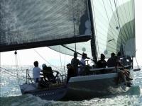 Navegando con amigos a bordo del velero